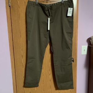 NWT Nordstrom cropped olive green pants